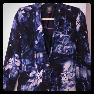 Vince Camuto sleek blue and white print blazer